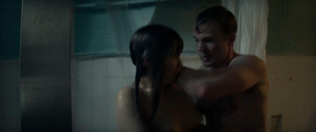 Guy sneak behind to rape Jennifer Lawrence